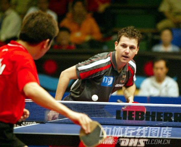 图文:[乒乓球]47届世乒赛回顾 波尔发球瞬间
