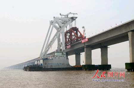 经过5次增资,世界最长跨海大桥桥上部混凝土结构已经施工完成