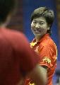 图文:中国乒乓队赛前训练 李晓霞笑声爽朗