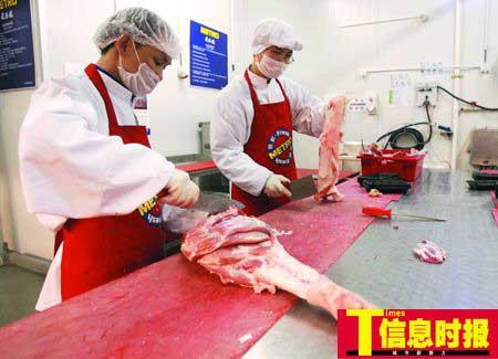 广东大部分地区生猪供应来自外省,近期外省猪肉涨价波及广东,从5月份开始,广东猪肉价格在淡季出现反弹。萧嘉宁 摄