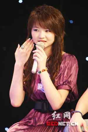 整形前的韩方方在《我要当民星》节目现场。