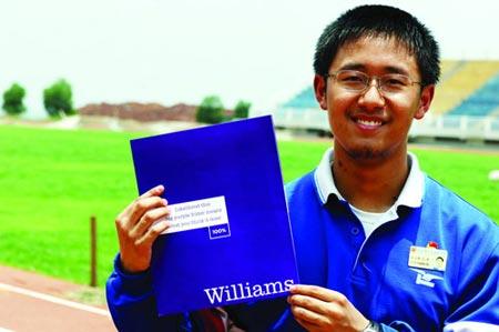 南雅中学(原雅礼寄宿制中学)学生熊云涛考上美国威廉姆斯学院,并获得19.6万美元奖学金。今年8月,他将赴美就读。图/记者朱辉峰