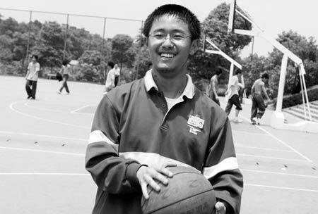 闲时的熊文涛爱好广泛,足球、篮球等都喜欢玩一下,尽管很多时候只能当拉拉队员。图/记者朱辉峰