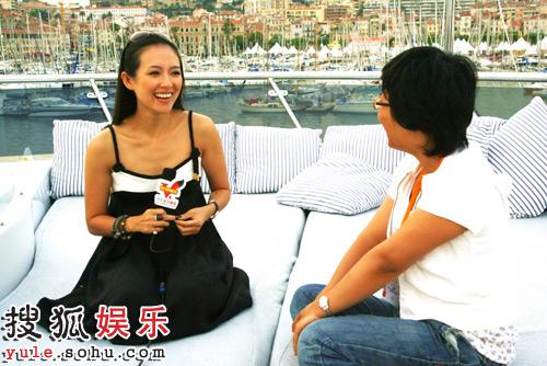 章子怡与搜狐记者面面相对,展亲民一面