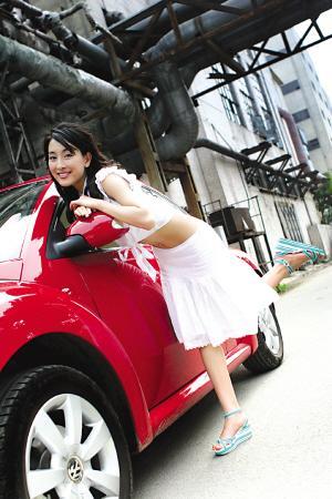 图文:乒乓球员的爱情故事 名车配美女
