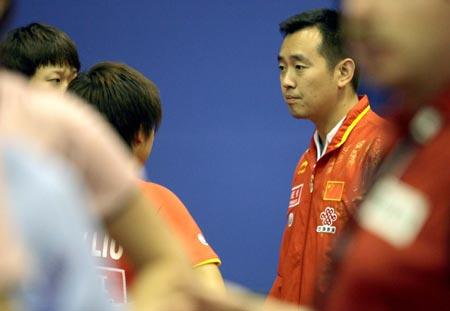 图文:中国女双首轮轻松胜出 孔令辉指导队员