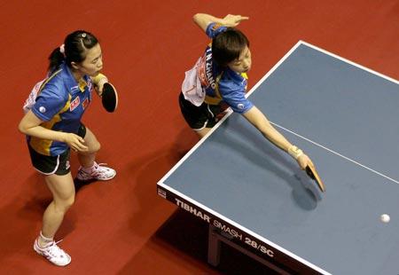 图文:中国女双首轮轻松胜出 张怡宁出手果断