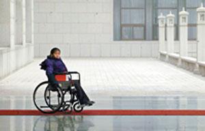 郭晖12岁时因误诊导致高位截瘫
