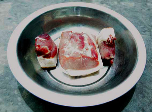 灯光下的猪肉颜色正常