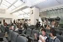 图文:08奥运颁奖礼服设计征集 记者现场采访