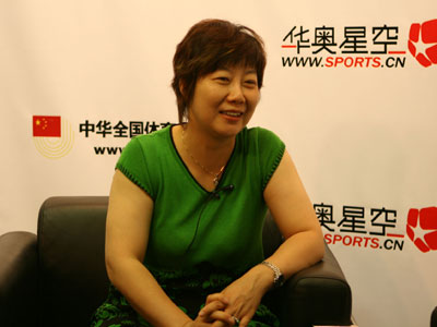 前乒乓球世界冠军做客搜狐华奥 戴丽丽面带微笑