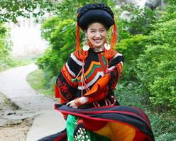 彝族第一美女玛嘿阿依的柔情与眺望组图