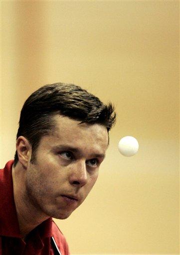图文:高手发球表情各异 萨姆索诺夫表情最酷