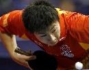 图文:世乒赛中国男单7虎进第3轮 马龙发球瞬间