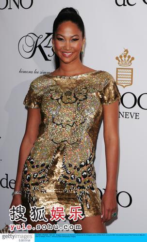 图:珠宝名品派对 设计师Kimora金色短裙耀眼