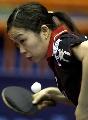 图文:世乒赛女单第2轮 日本福冈春菜发球瞬间