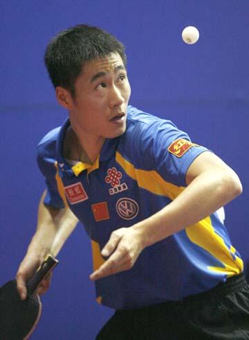图文:世乒赛中国男单7虎进第3轮 王励勤显霸气
