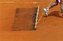图文:法网精彩历史组图 清洁雨后的赛场