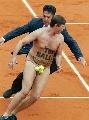 图文:法网精彩历史组图 经典的现场裸奔者