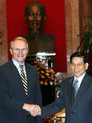 美国助理国务卿希尔与越南国家主席阮明哲举行会谈