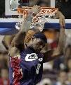 图文:[NBA]活塞vs骑士 詹姆斯飞身怒扣