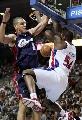 图文:[NBA]活塞vs骑士 马克希尔篮下怒扣