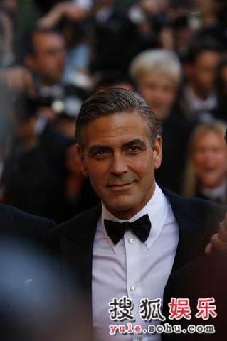 图:《十三罗汉》首映 型男乔治克鲁尼魅力非凡