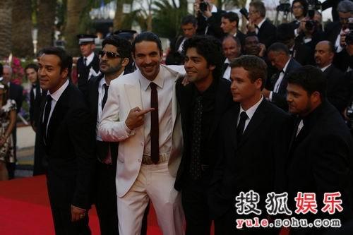 图:《十三罗汉》首映 众男星亮相红毯气势足