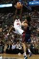 图文:[NBA]活塞vs骑士 马克希尔双手怒扣