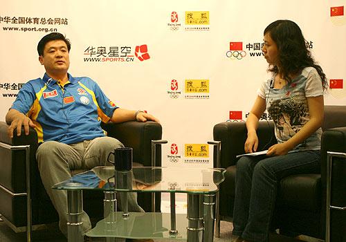 图文:钟金勇做客华奥搜狐 国乒教练点评世乒赛