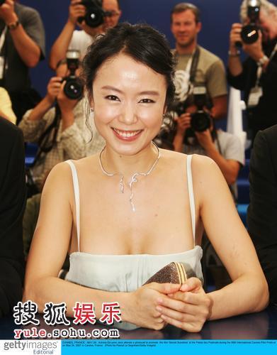 图:《密阳》记者会 全度妍性感亮相大秀乳沟