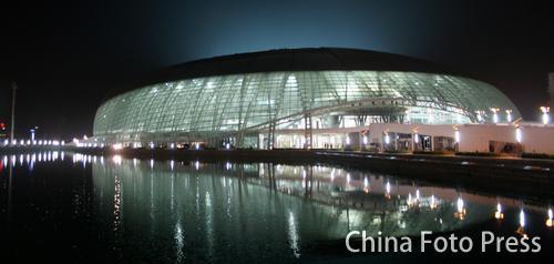 图文:奥运城市建设  天津奥体首次试灯魅力初现