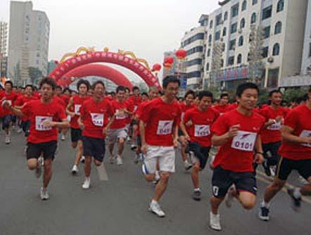 中国城市健身长跑黄金大奖赛成都开跑
