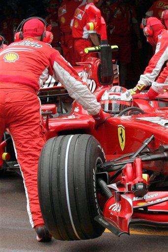 法拉利赛车右前轮受损
