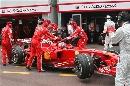 图文:[F1]摩纳哥站排位赛 莱科宁赛车被架起