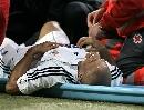 图文:皇马3-1拉科 卡洛斯受伤很痛苦