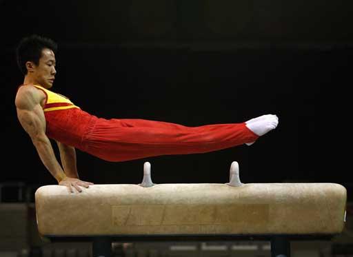 图文:体操对抗赛中国胜澳洲 郭伟阳动作标准