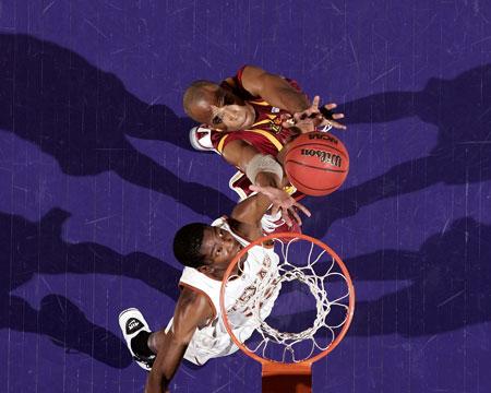 图文:[NBA]新秀大展示 杜兰特争抢篮板