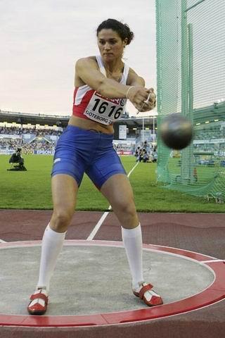 图为:2006 俄罗斯选手塔亚娜-莱森科在欧洲冠军赛比赛中。