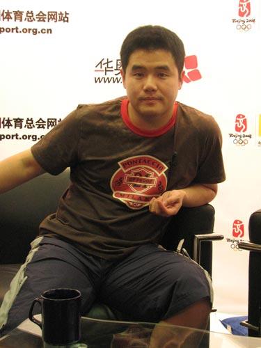 图文:前国乒名将做客搜狐华奥 刘国正问候网友
