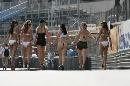 图文:[F1]摩纳哥站性感美女 穿着大胆的女郎