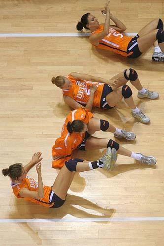 图文:精英赛荷兰胜多米尼加 荷兰女排热身运动