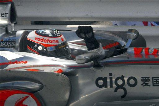 图文:[F1]阿隆索称雄摩纳哥站 阿隆索挥拳庆祝