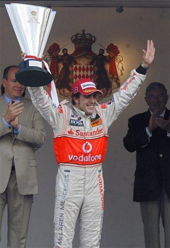 图文:[F1]阿隆索称雄摩纳哥站  振臂欢呼