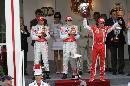 图文:[F1]阿隆索称雄摩纳哥站  马萨举起奖杯