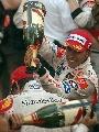 图文:[F1]阿隆索称雄摩纳哥站  马萨独自饮酒