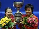 图文:世乒赛女双颁奖仪式 张怡宁王楠喜笑颜开