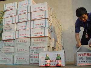 图为200箱高剧毒农药被查扣。