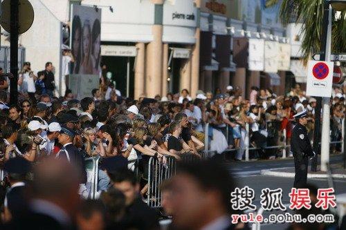 独家:第60届戛纳电影节闭幕式 现场人山人海