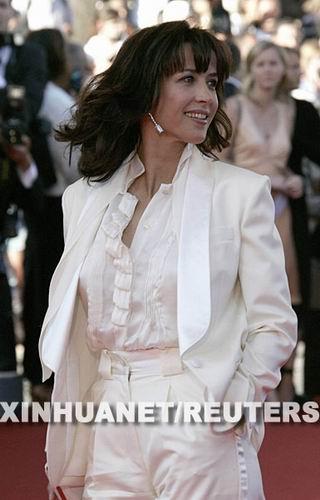 月17日,法国演员苏菲·玛索出席在法国南部海滨城市戛纳举行的第60届戛纳电影节。